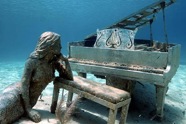 mermaid-piano-dive-site-exuma-bahamas